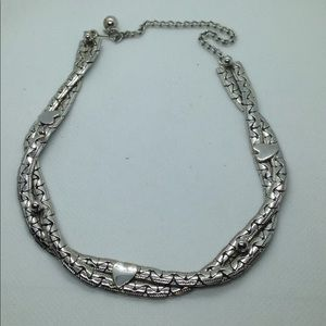 Jewelry - Gorgeous Silver tone necklace